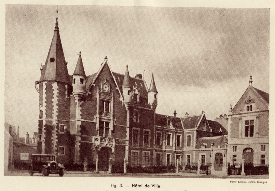 Fig. 2. Hôtel de Ville. Photo Lepoint-Duclos, Etampes