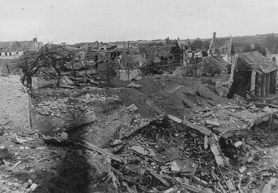 Champ de ruine le 11 juin 1944 (photo de Maurice Guillon)