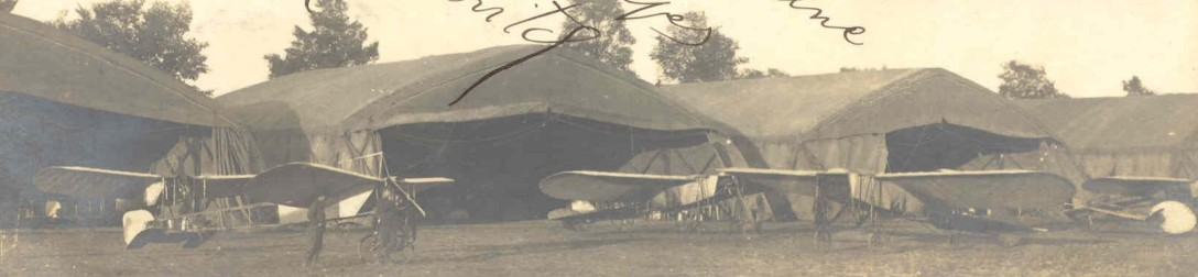 Carte-photo de 1912 consacrée à l'aviateur Govoine Stankovitch
